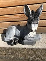 RIB147 Esel Figur liegt