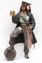 2518VH Pirat Figur auf Fass lebensgroß