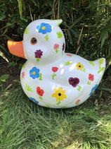 JL00010A Ente Figur weiß mit handbemalten Blumen groß