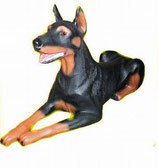 90053 Dobermann Hund Figur lebensgroß liegt