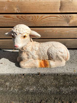 RIB137 Schaf Figur liegt