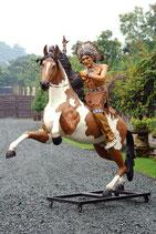 91019 Indianer auf Pferd Figur lebensgroß