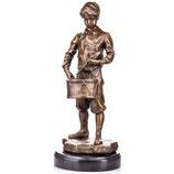 RIYB534 Bronzefigur Junge mit Trommel