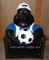 110210 Mauly Fußballfan Figur am Zaun