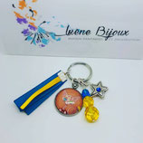 Porte clef chat nu sphinx cape et ovni