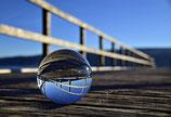 Glaskugel auf Bootssteg
