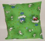 """Hochwertiges Baumwollkissen 30x30 cm gefüllt mit frischen Zirbenspänen im Innenvlieskissen """"Schäfchen klein grün"""""""