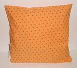 """Hochwertiges Baumwollkissen 30x30 cm gefüllt mit frischen Zirbenspänen im Innenvlieskissen """" Landhaus orange-grünes Muster"""""""