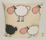 """Hochwertiges Baumwollkissen 30x30 cm gefüllt mit frischen Zirbenspänen im Innenvlieskissen """"Schafe groß"""""""