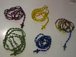 結び目を解く聖母への祈りに 少数民族の手作りの編みロザリオ