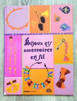 Livre Bijoux et accessoires en fil