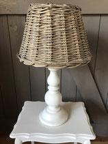 Robuuste witte lampenvoet met rieten kap