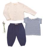 Jerseyjacke Wilma (creme), Jersey-Shirt Fritz (geringelt) und Hose Mara (navy) 4-5 Jahre