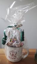 Weihnachtstasse mit Gummibärchen