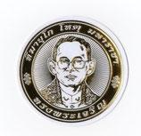 タイ 王室 ステッカー プミポン国王(ラーマ9世) 肖像 ゴールド丸型Sサイズ  1枚 【タイ雑貨 Thailand Sticker】