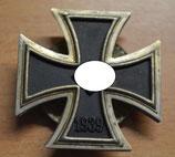 Artikelnummer: 01706 Eisernes Kreuz I. Klasse an Schraube LDO/ L18 mit runder 3