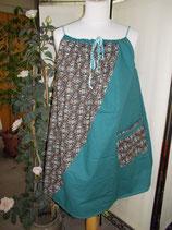 Robe  taille unique à bretelles,  verte et motif sur fond noir