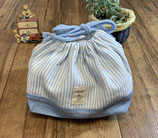 商品名:入園・入学アイテム/マルチ巾着袋単品売り:サックスブルーのヒッコリーストライプデニムx無地オックス
