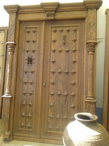 Portón de pino viejo