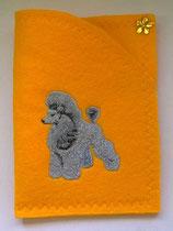 """Art:Nr:030B  Ahnenpasscover bestickt, Motiv """" Silberpudel"""""""