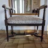 Banquette chic , style Louis XVI, noir et doré, tissu arabesque - VENDU
