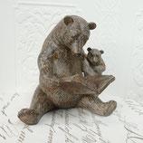 Dekofigur lesende Bärenmutter mit Jungem