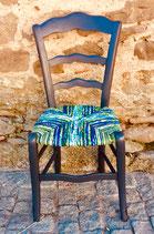 Chaise paillée en torons de tissus. Collection Mers. Bois gris anthracite