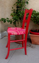 Chaise paillée, version rouge vif. Collection Bougainvilliers.