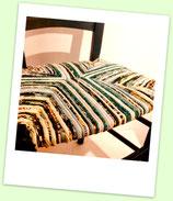 Chaise paillée en torons de tissus. Collection Mers. Bois bleu canard
