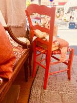 Chaise paillée en torons de tissus. Collection Bougainvilliers. Bois Orange tonique