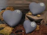 Tierurne in Herzform, Mittelblau mit Dotpaint-Motiv in verschiedenen Größen