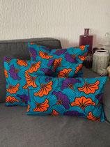 Housse de coussin fond turquoise fleurs de mariage violet/orange