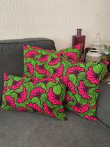 Housse de coussin fond vert fleurs de mariage rose vif