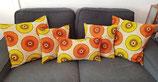 Housse de coussin fond beige cercles orange/jaune