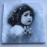 Vintage - Mädchen mit Blumen - blauer Hintergrund / #000112