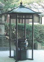 65-51 屋根付香炉 柱垂直建 格子型