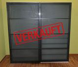 VERKAUFT: Kleiderschrank mit Schiebetüren und massig Platz (IKEA PAX-Serie)