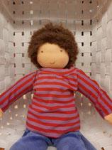 Puppenjunge mit kurzen Haaren