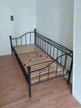 Couchbett 90x200 schwarzer Metallrahmen mit Lattenrost