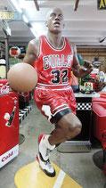 Basketball Spieler 2 Meter groß GFK Figur Statue Sportsbar Dekoration Skulptur
