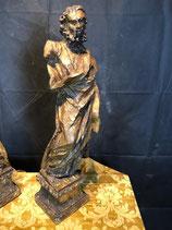 Coppia di antiche sculture ritraenti due apostoli