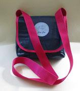 Dogi Bag - Umhängetasche mit pinken Träger
