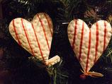 Metall-Herz mit roten Streifen