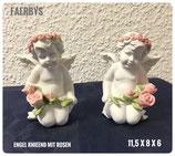 Engel knieend mit Rosen