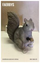 Eichhörnchen m. Eicheln