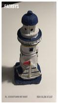 Kl. Leuchtturm mit Segelboot