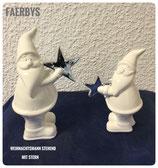 Weihnachtsmann stehend mit Stern