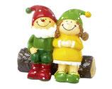 Figur Frau Lustig und Herr Fröhlich auf Baumstamm