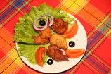 Accras de poisson  4pièces , la salade et tomate