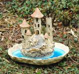 Keramik Vogeltränke mit Windlicht Burg im See